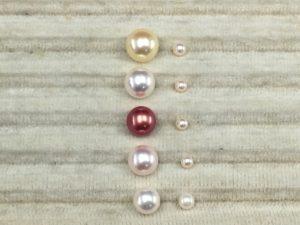 大小の白の2つの真珠
